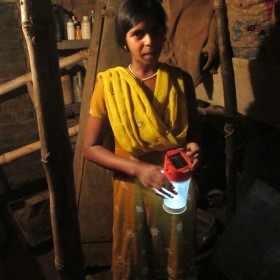 A customer using a d.light lantern